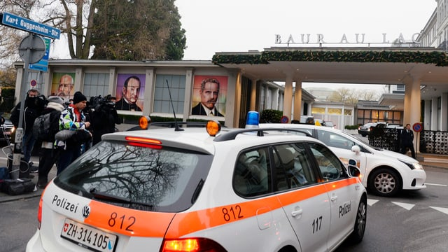 Auto da polizia davant l'hotel Baur Au Lac a Turitg.