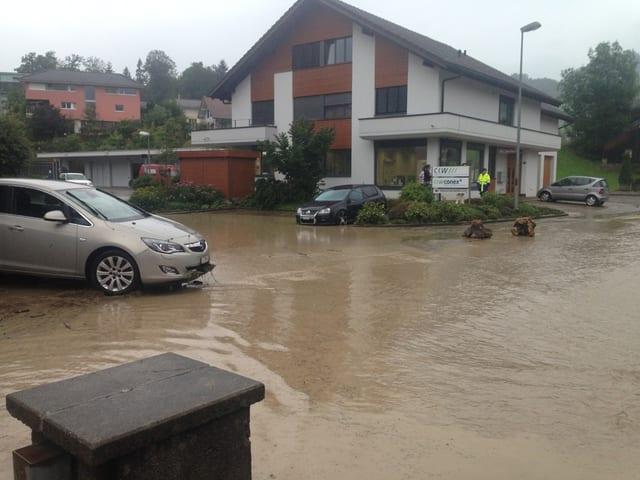 Wasser auf den Strassen.