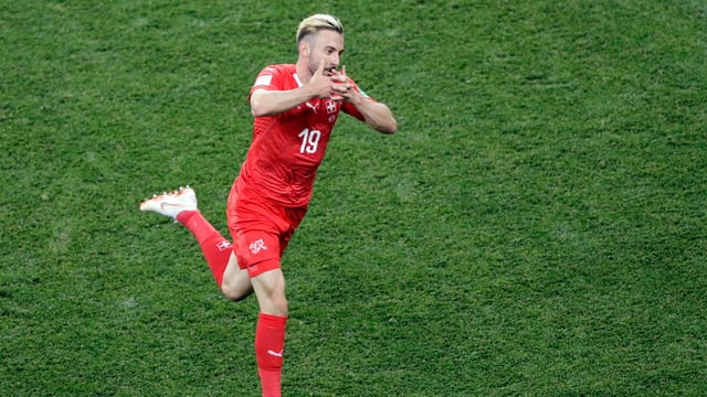Ilgiugader da ballape Josip Drmic celebrescha ses gol.