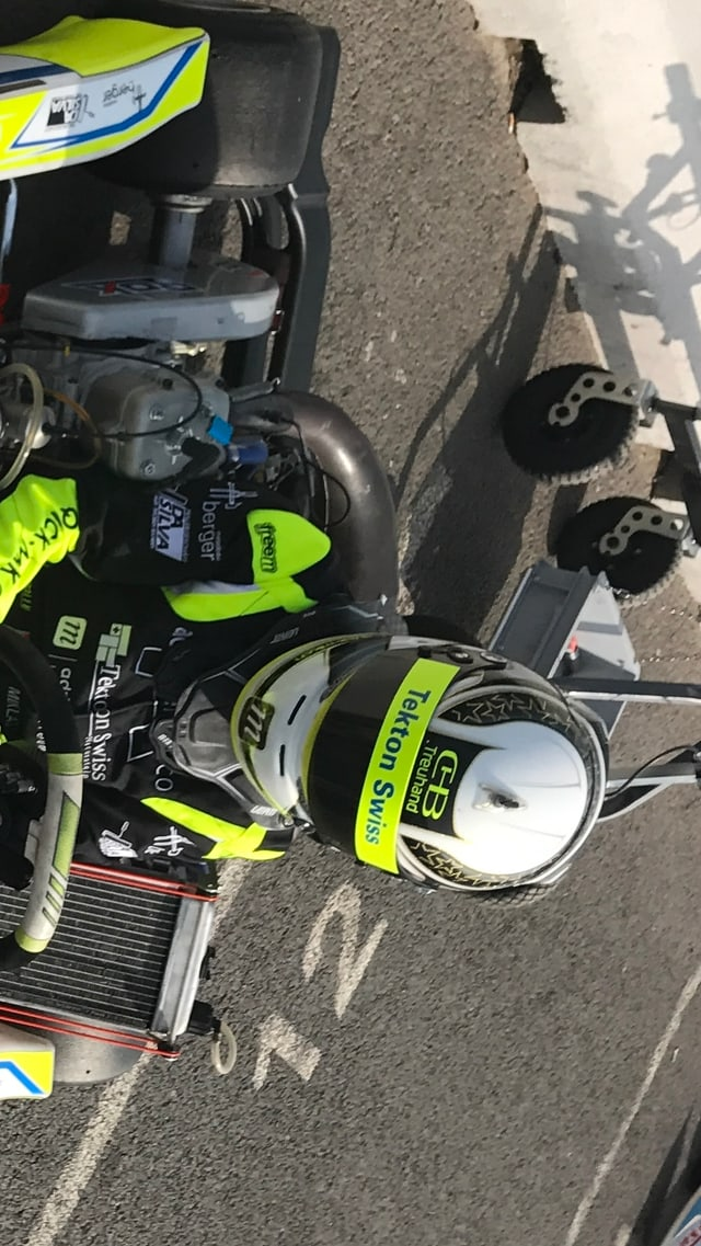 Miklas Born im Kart mit Helm