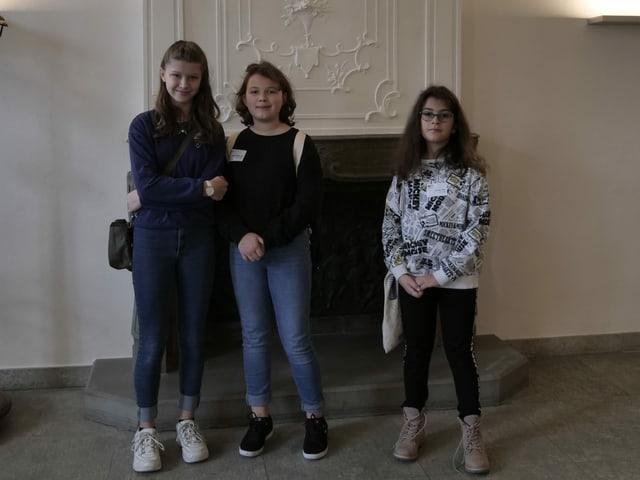 Die drei Teilnehmerinnen des Zukunftstages im Regierungsgebäude.