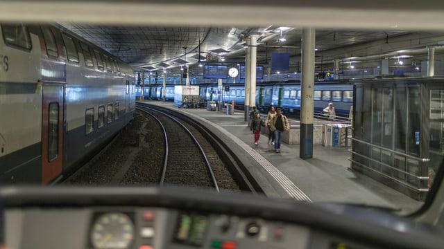 Blick aus dem Führerstand auf die Gleise des Bahnhofs Bern