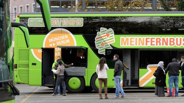 Grüner Bus