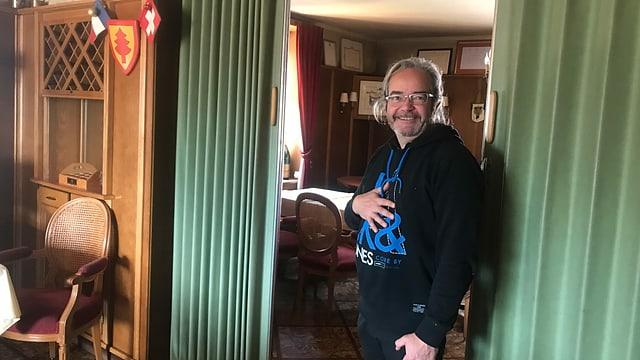 Der Hotelier Alexandre Peyron auf der Grenze, in seinem Hotel.