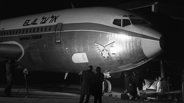 Betroffene El-Al-Maschine am Flughafen Kloten.