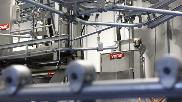 Tecnica la pli moderna en la mazlaria da Reto Zanetti a Ramosch.