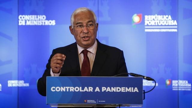 Portugals Regierungschef António Costa am Rednerpult.