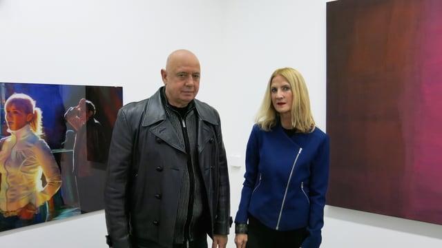 Xerxes Ach und Silvia Gertsch mit je einem Werk von ihr (links) und ihm (rechts) im Kunstmuseum Bern.