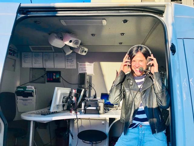 Annette König im SRF-Sendewagen