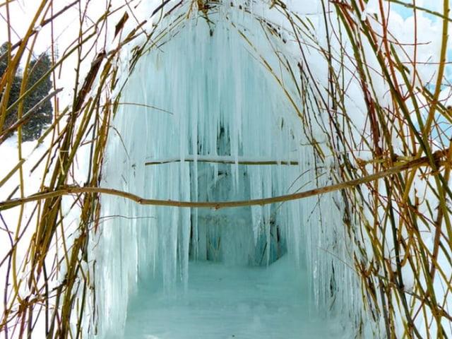Eine Ice Stupa im Engadin.