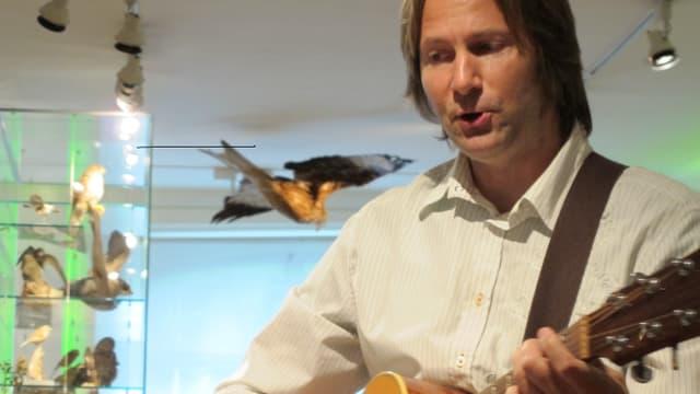Der Thurgauer Liedermacher Marcel Haag hat einen musikalischen Rundgang durchs Naturmuseum geschaffen.