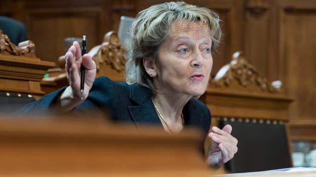 Bundesrätin Widmer-Schlumpf spricht im Ständeratssaal.