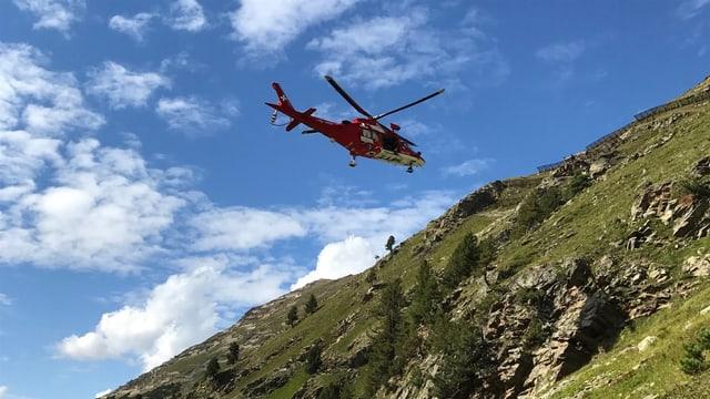 Il helicopter durant l'acziun da salvament.