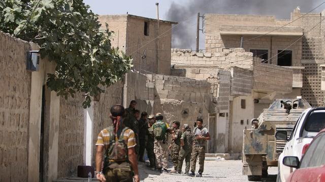 Soldaten der Syria Democratic Forces in Manbidsch.