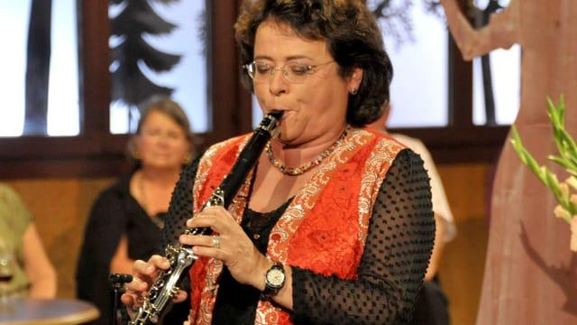 Video «Klassisch, Zigeuner- und Volksmusik: Fides Auf der Maur» abspielen