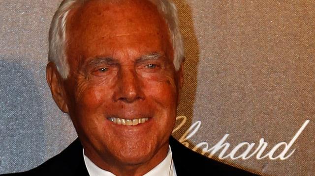 Giorgio Armani lächelnd