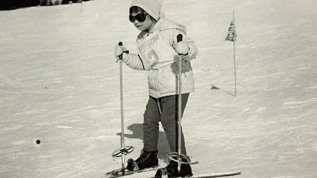 Regi Sager als Kind auf den Skiern.