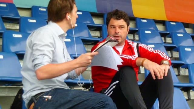Ciriaco Sforza im Gespräch mit Regi-Redaktor Stefan Brand im Stadion Niedermatten in Wohlen.