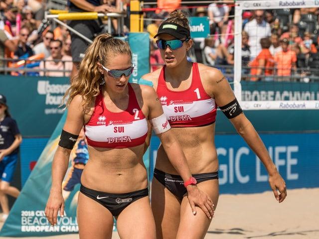 Tanja Hüberli und Nina Betschart nach einem Punkt.