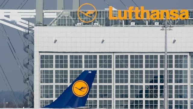 Aviun da la Lufthansa avant bajetg da la Lufthansa.