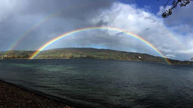 Blick über den Untersee mit Regenbogen.