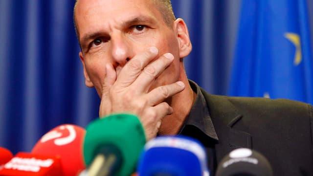 Il minister da finanzas grec Varoufakis crititgescha la decisiun da la gruppa da l'euro.