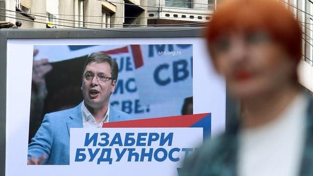 L'opposiziun renfatscha a Vucic corrupziun e da controllar medias e giustia.