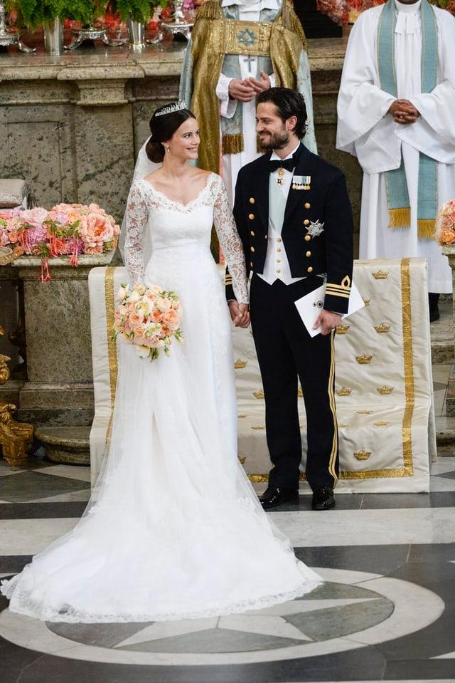 Das Brautpaar, Sofia Hellqvist in einem Traum in weiss.