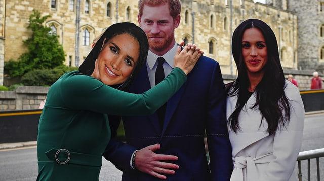 Stehen im Moment noch als Pappfiguren vor dem Buckingham Palast; am 19. Mai bezeugen die echte Meghan und Prinz Harry vor dem Traualtar ihre Liebe.