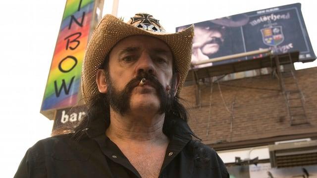 Lemmy Kilmister vor der Rainbow Bar in West Hollywood