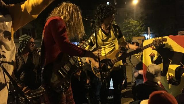 Die YB-Band am Breitenrainplatz.