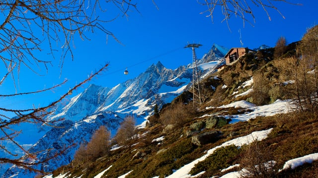 Wanderwetter auf der Hannig (2350 Meter über Meer), dahinter der verschneite Dom.