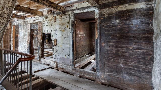 Innenraum des ältesten Holzhauses im Kanton Uri.