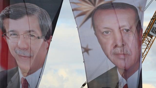 Banner mit Regierungschef Ahmet Davutoglu und Präsident Erdogan.