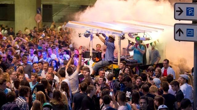 Über 10'000 Menschen tanzten im Juni 2012 durch die Stadt Bern.
