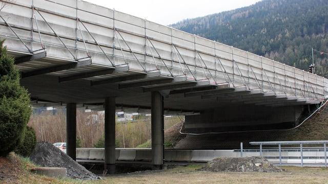 punt sur l'A13 datiers da Rothenbrunnen cun puntanadas da bajegiar