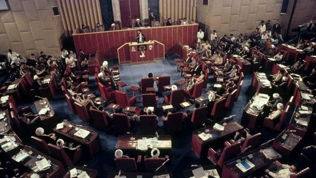 1981 wurde Revolutionsführer Chomeini vom Majlis, dem iranischen Parlament, vereidigt.