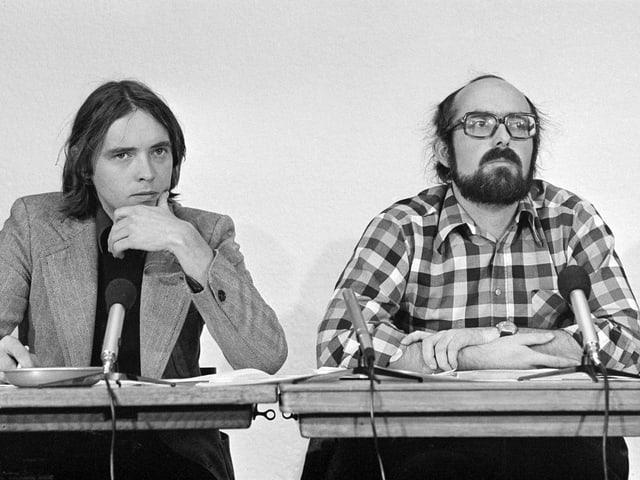 """Rambert in einer Aufnahme von 1976 während einer Pressekonferenz des """"Demokratischen Manifests»"""