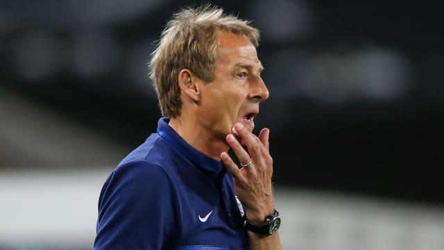 Jürgen Klinsmann in nachdenklicher Pose
