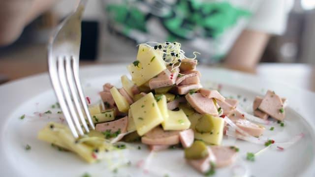 Wurst-Käse-Salat.