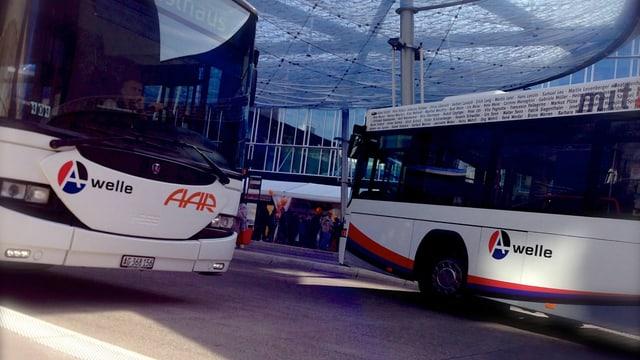 Busse am Busbahnhof in Aarau