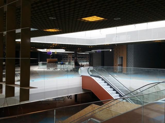 Rolltreppe auf einer Baustelle in einem Einkaufszentrum.