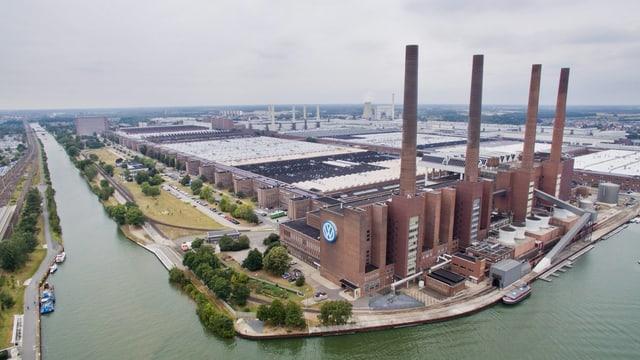Blick auf die VW-Fabrik in Hannover.