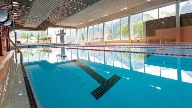 Das Hallenbad des Schwimmbads in Altdorf.