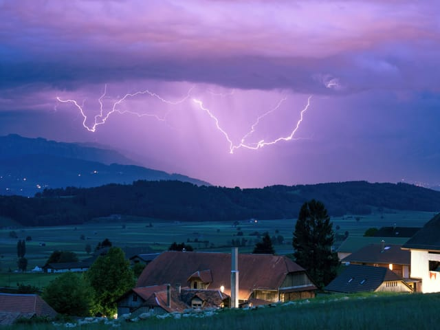 Blitze am Himmel.