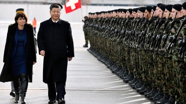 Leuthard und Xi Jinping