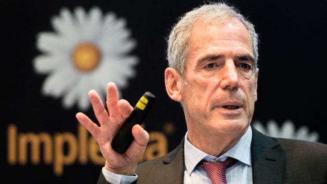 Implenia-CEO Anton Affentranger an einer Medienkonferenz (Archivbild).