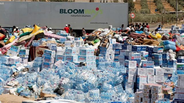Hilfsgüter für Syrien werden in der jordanischen Stadt Ramtha bereit gestellt.