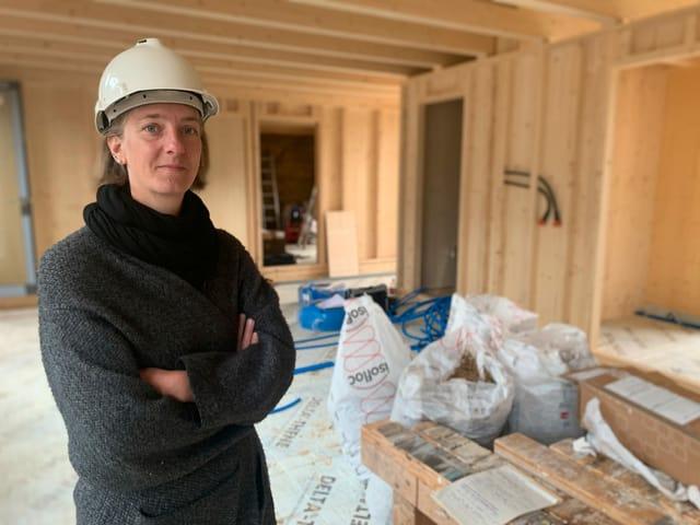 Bauherrin Irene Renold in der zukünftigen Stube.