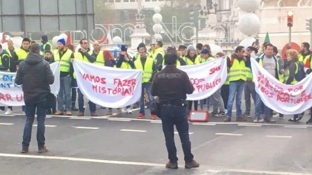 «Gelbwesten»-Proteste im ganzen Land